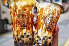 Taiwan's Tiger Sugar bubble milk tea to open at Singapore's Capitol Piazza in early November Bubble Drink, Bubble Milk Tea, Milk Tea Recipes, Boba Drink, Food Kiosk, Rainbow Bubbles, Fruit Tea, Loose Leaf Tea, Food Design