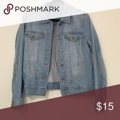 Jean Jacket F21 jean jacket! Super cute for end of summer or beginning of fall 😀 *Never Worn* Forever 21 Jackets & Coats Jean Jackets