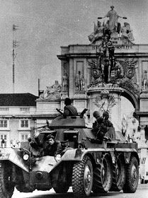 Portuguese Army Panhard in Lisbon 1974 Conquistador, History Of Portugal, Berlin Wall, Lisbon Portugal, Military Art, Portuguese, Old Photos, Military Vehicles, Dream Cars