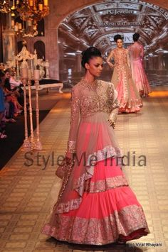 Manish Malhotra at Delhi Couture Week 2012 (14)