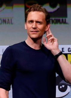 Tom Hiddleston attends the Marvel Studios Presentation during Comic-Con International 2017 at San Diego Convention Center on July 22, 2017. Via Torrilla. Larger: https://wx4.sinaimg.cn/large/6e14d388gy1fhtpfuatbij22p81cx1i1.jpg