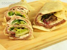 Tortillas con salsiccia, robiola e insalata: Ricette di Cookaround | Cookaround