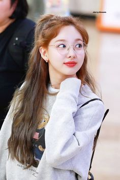 Twice-Nayeon 190908 Gimpo Airport from Japan Kpop Girl Groups, Korean Girl Groups, Kpop Girls, Twice Jyp, Nayeon Twice, Im Nayeon, Dahyun, Fandoms, Korean Singer