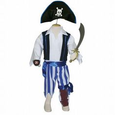 Heers over de zeven zeeën met dit 'gevaarlijke' piratenpak. Deze set bestaat uit een wit shirtje met gilet, een blauw-wit gestreepte broek met een satijnen band en een opdruk van een houten been, piratenhoed, ooglapje en zwaard.