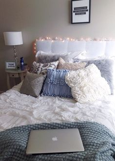 i would love this in my room! It is so perfect! The headboard, the lights, the pillows and duvet //chelsea hawthorne//
