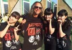 BABYMETAL@BABYMETAL_JAPAN  Kirk Hammett @Metallica with @BABYMETAL_JAPAN m/ It was an amazing show @heavymtl!! #Metallica #BABYMETAL #HeavyMTL