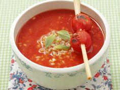 Tomatensuppe mit Reis und Zitronengras - smarter - Zeit: 30 Min. | eatsmarter.de Tomatensuppe sättigt dank Reiseinlage.