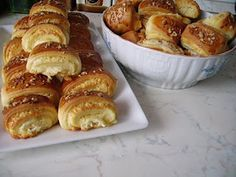 kenyerek és péksütik : Sajtkrémes háromszögek Hungarian Recipes, Hungarian Food, Pretzel Bites, Scones, Biscotti, Muffin, Bakery, Food And Drink, Cooking Recipes
