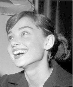 Audrey Hepburn, love her smile!