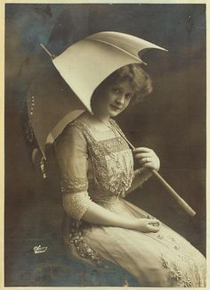"Billie Burke♥...she went on to play leads on Broadway in Mrs. Dot, Suzanne,  The Runaway, The ""Mind-the-Paint"" Girl, and The Land of Promise from 1910 to 1913, along with a supporting role in the revival of Sir Arthur Wing Pinero's The Amazons. There she caught the eye of producer Florenz Ziegfeld, marrying him in 1914. In 1916, they had a daughter, Patricia Ziegfeld Stephenson (1916–2008)"
