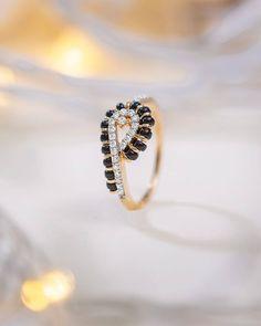 New Age Bracelet And Ring Mangalsutra Designs For 2020 Brides Mangalsutra Bracelet, Diamond Mangalsutra, Mangalsutra Design, Indian Engagement Ring, Designer Engagement Rings, Gold Jewelry Simple, Simple Necklace, Wedding Bracelet, Wedding Rings