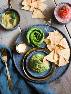 Nacho's met kaassaus, guacamole en tomatensalsa | TGH Magazine