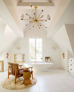 The beat way to decorate the bathroom is to use bathroom chandelier lighting. A bathroom chandelier brings this space to a whole new level of glamour and luxury. Home, Stylish Room, Bathroom Inspiration, Amazing Bathrooms, Interior, Beautiful Bathrooms, House Interior, Bathroom Chandelier, Bathroom Design