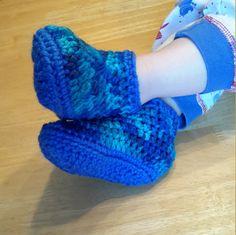 Botillons enfants, chaussons crochetés, pantoufles unisexe, pantoufles laine, chaussons d'intérieur, bottes courtes, 2 à 10 ans de la boutique Agadoux sur Etsy