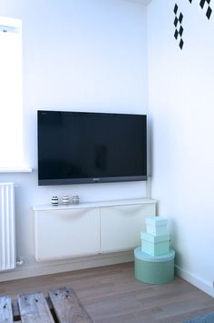 IKEA Trones shoe cabinets as a TV stand for places with little space. home decoration, scandianvian, living room, small living