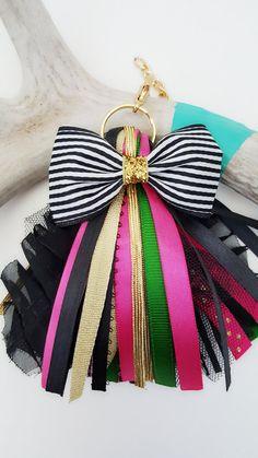 Handmade Beaded Jewelry, Tassel Jewelry, Fabric Jewelry, Tassel Keychain, Diy Keychain, Keychains, Macrame Wall Hanging Diy, Diy Tassel, Tassels