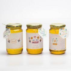 """99 mentions J'aime, 13 commentaires - Charlotte Klein (@chacuicui) sur Instagram: """"Étiquettes de miel pour une petite apicultrice *** Honey labels for a small beekeeper _ #honey…"""""""