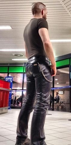 Hot Man tight Leather Pants Ass or plump bubble butts on sexy men on Oregonleatherboy Kink Fetish Archive for mature open-minded adults over 18 years. Tight Leather Pants, Leather Trousers, Leather Jacket, Jeans En Cuir, Leder Outfits, Sexy, Leather Fashion, Fashion Men, Hot Guys