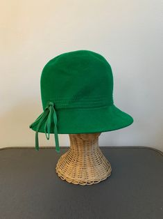 32bfc5e073192 1950s Green Felt Cloche Hat