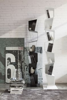 SU vertical #bookcase made of varnished #metal. Six or seven irregularly shaped units arranged one above the other in a seemingly random manner and welded on a squared metal base. Available finishes: White and Traffic Grey. #contemporary #design #furniture @Ronda Design