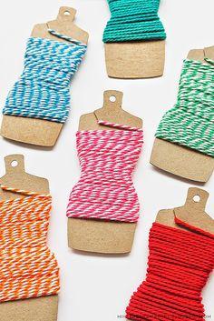 Sete ideias de plaquetinhas geniais para deixar sua caixa de costura um arraso! :)