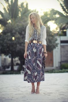 Loving the print on this flowy dress paired with a hard metallic belt in just the right copper hue. Ethereal boho.
