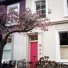 Notting Hill looks like something out of a dream. : @laureliray