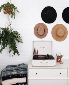 Já pensou em criar uma decoração estilo Boho para o seu quarto? Nesse post te mostro que é possível e que o resultado é incrível!