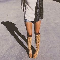 This weeks #tuesdayshoesday goes out to @sofffffffff rocking the Johnny Tall Boots #freepeople #fpme