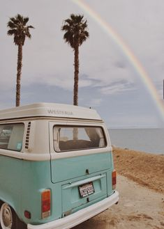 Traveling California's Pacific Coast in a vintage 1970 VW van. Beach Aesthetic, Aesthetic Vintage, Aesthetic Photo, Aesthetic Pictures, Kombi Trailer, Vw T1 Camper, Photo Wall Collage, Picture Wall, Wallpaper California