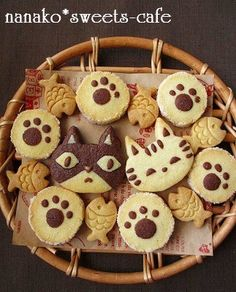 See also the 'Cookies & Sweet Biscuits' board/category. Kawaii Cookies, Cat Cookies, Cupcake Cookies, Fish Cookies, Köstliche Desserts, Delicious Desserts, Deco Cupcake, Bolacha Cookies, Kawaii Dessert
