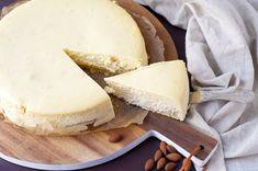 Käsekuchen mit Marzipan und saftigem Boden
