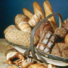 5 cose che non sai sul pane  Qual è il più calorico? Perché non bisogna scartare la mollica? Leggi qui le risposte. E scopri il tipo adatto alle tue esigenze - Salute | Donna Moderna