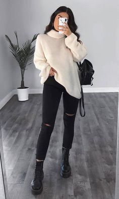 Pull blanc, pantalon noir – LadyStyle – Tricot et crochet – Eau – White sweater, black pants – LadyStyle – Knitting and crochet – Water – – Winter Outfits For Teen Girls, Winter Outfits 2019, Winter Outfits Women, Winter Fashion Outfits, Fasion, Outfit Winter, Winter Outfits Tumblr, Spring Outfits, College Winter Outfits