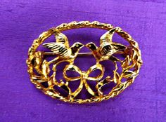Gold tone small vintage brooch two dove birds by Taingtiques