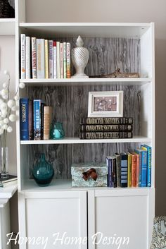 homey home design: Another Living Room Update - billy bookcase faux wood backing Diy Bookshelf Design, Bookshelf Makeover, Wood Bookshelves, Ikea Billy Bookcase, Decorate Bookshelves, Home Design Diy, Diy Home Decor, Shabby Chic Girl Room, Reclaimed Wood Shelves