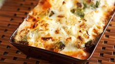 Kaali-jauhelihagratiini on mehevän herkullinen arkiruoka. Finnish Recipes, Lchf, Keto, Lasagna, Macaroni And Cheese, Food To Make, Dinner Recipes, Food And Drink, Cooking Recipes
