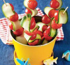 Dit heb je nodig: Lange satéprikkers Komkommer Cherrytomaatjes Aarbeien Zo maak je het: Schaaf met de kaasschaaf de ongeschilde komkommer […]