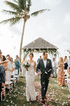 I love the rose petals on the walkway Montana Wedding, Rose Petals, Beach Resorts, Dream Wedding, Villa, Table Decorations, Wedding Dresses, Lace, Flowers