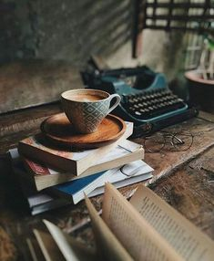 Book and coffee photography inspiration teas ideas Book And Coffee, Coffee And Books, Momento Cafe, Shabby Chic Vintage, Vintage Cafe, Book Aesthetic, Coffee Photography, Rain Photography, Coffee Break