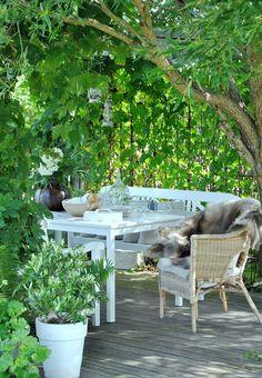 Nice area for tea Outdoor Retreat, Outdoor Spaces, Outdoor Living, Outdoor Decor, Dream Garden, Home And Garden, Backyard Renovations, Backyard Makeover, Backyard Landscaping
