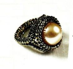Bead ring with a pearl
