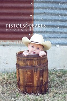 I am SO taking this pic with the baby - once he is older. This is too cute. A little cowboy love. Great baby photography idea/toddler too Photo Bb, Jolie Photo, Baby Kind, Baby Love, Cute Photos, Cute Pictures, Little Boy Pictures, Toddler Pictures, Boy Photos