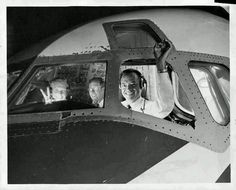 1966 PRESS PHOTO of the first NAL crew enroute to California after a labor strike