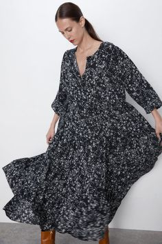 This season's key dresses at ZARA online. Enter now and discover all the dresses of the new collection at ZARA. Vestidos Flowy, Vestido Dot, Long Slip Dress, Rustic Dresses, Flowing Dresses, Dresses Dresses, Floral Dresses, Robes Midi, Belted Dress