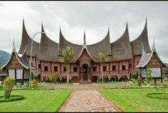 Rumah adat gadang = sumatra barat