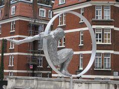 Interesantes esculturas de Lorenzo Quinn. | Quiero más diseño