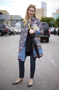 Casual with a pop of graphic. That coat is amazing!