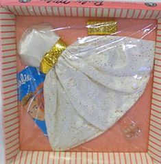 1963 Vintage Barbie Fashions - Party Date 958 - Gold Dimple Clutch Purse and Belt with Buckle - Mattel Play Barbie, Barbie I, Barbie World, Barbie And Ken, Barbie Dress, Barbie Outfits, Barbie House, Vintage Barbie Party, Vintage Barbie Clothes