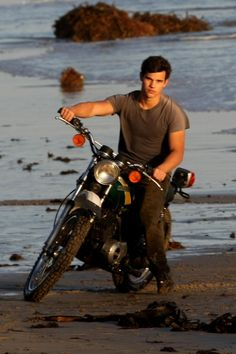 Taylor Lautner takes part in a beach photo shoot!